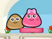 Pou Lovely Kiss Game